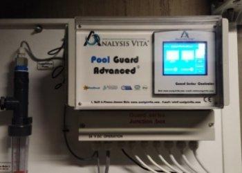 Διάταξη Pool Guard Advanced για αυτόματο έλεγχο και ρύθμιση της απολύμανσης και της διόρθωσης pH της πισίνας.