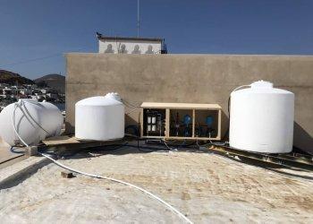 Πλήρης διάταξη αποθήκευσης και επεξεργασίας νερού με μονάδα αντίστροφης όσμωσης στην Πάτμο.