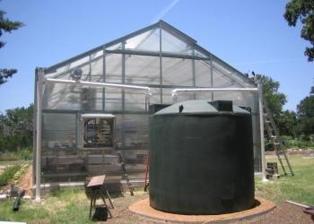 Σύστημα Green House Guard εγκατεστημένο σε μικρή μονάδα θερμοκηπίου.