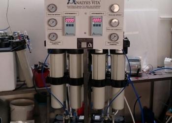 Ειδική διάταξη αντίστροφης όσμωσης Commercial Combo 480 (παραγωγή 480 lt/ώρα) με εγκατεστημένα αγωγιμόμετρα EC guard για χρήση σε εργοστάσιο παραγωγής καπνικών ειδών.