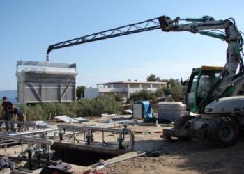 Τοποθέτηση διάταξης μεμβρανών σε δεξαμενή βιοαντιδραστήρα μονάδας διαχείρισης αποβλήτων ξενοδοχείου.